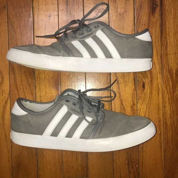 Adidas zapatos hombre  Seeley gris y blanco poshmark